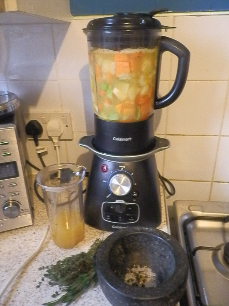 Creamy Veg Soup (4/6)