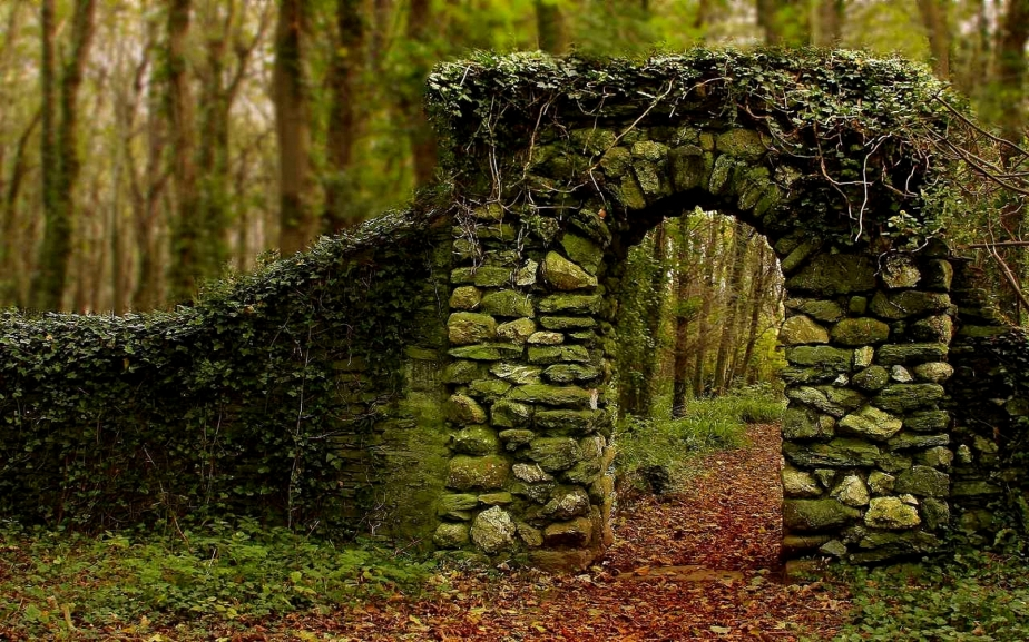 quaint-old-stone-archway-225614